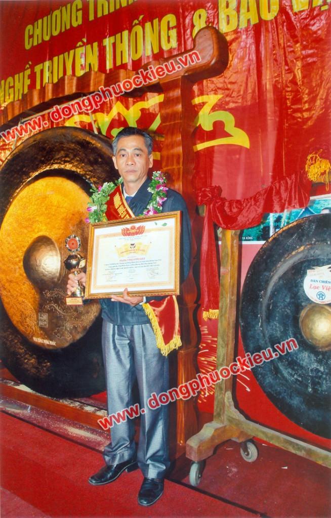 nghệ nhân đúc đồng Dương Ngọc Tiển