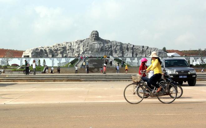 Tượng đài mẹ Việt Nam ở Quảng Nam 08