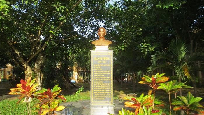 đúc tượng đồng Trần Kỳ Phong